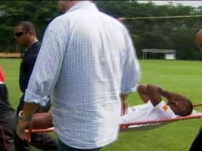 Wellington se lesiona em treino no São Paulo e sai de campo chorando - Volante sofreu uma entorse e tempo para voltar será definido por exames complementares.