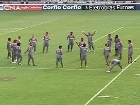 Em pleno carnaval, Vasco se prepara para semifinal da Taça Guanabara - Jogadores deixaram a folia de lado e compareceram a São Januário para iniciar preparação para o confronto contra o Flamengo pelo Campeonato Carioca.