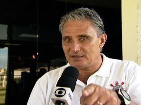 Ataque de 'poucos gols' do Corinthians não incomoda Tite - Técnico diz que desempenho superior é o mais importante.