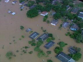 Enchentes deixam 125 mil desabrigados no Acre - De acordo com a Defesa Civil, nove cidades foram bastante castigadas pela cheia. Somente em Rio Branco, mais de 89 mil pessoas estão alojadas nas casas de amigos, parentes, igrejas e abrigos.