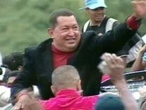 Hugo Chávez retira novo tumor na pélvis - O presidente da Venezuela já tinha sido submetido a duas cirurgias semelhantes em junho de 2011. O Site WikiLeaks vazou um documento afirmando que Chávez terá, no máximo, mais dois anos de vida.