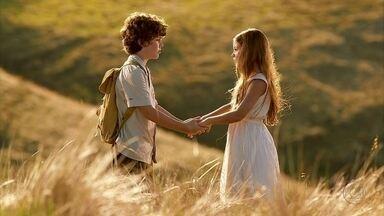 Amor Eterno Amor - Capítulo de segunda-feira, 05/03/2012, na íntegra - Antes de fugir, Carlos faz promessa para Elisa