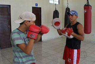 Torneio de boxe reúne pugilistas neste fim de semana em MS - Neste fim de semana, em Campo Grande, tem pugilista no ringue em duelos pra lá de emocionantes! O torneio será neste sábado das 19h às 20h30, e no domingo das 9h às 13h no ginásio Jacques da Luz, nas Moreninhas.
