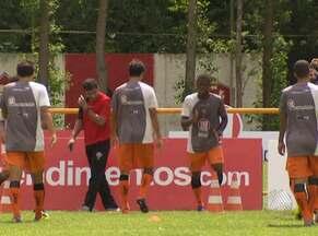 Vitória treina neste sábado para enfrentar o Camaçari - Nino Paraíba e Victor Ramos vão ficar de fora, e Romário e Rodrigo são os substitutos.