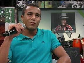 Lucas conversa com fã que tirou foto com ele em Porto Alegre - Serginho Groisman também apresenta fotos de outros telespectadores com celebridades