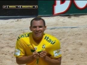 Brasil vence a Argentina por 7 a 3 pela Copa América de Futebol de Areia - Brasileiros sofrem, mas viram o jogo e goleiam os argentinos.
