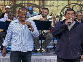Zeca Pagodinho e Zé Roberto interpretam O Vacilão - Plateia cantou e dançou ao som da música