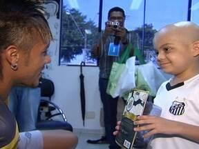 Garoto com leucemia realiza sonho de conhecer Neymar no Ct Rei Pelé - Matheuzinho inventou dancinha para gol de bicicleta de Neymar