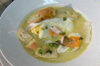 Aprenda a fazer a sopa açorda - A açorda é um prato carregado de história e significado. No passado, era composto por pão, coentros, azeite, sal e ovo.