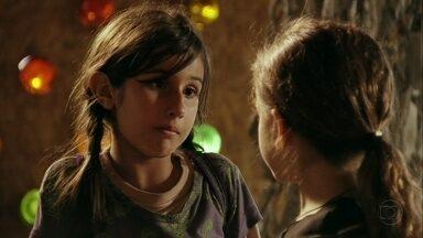Rita decide falar com Tufão - Determinada, a menina segue com seu plano e toma o ônibus para o Maracanã
