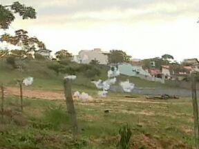 Participantes da Farra do Boi entram em confronto com a PM em Florianópolis - Os farristas se revoltaram com a polícia depois que um boi foi apreendido. Eles dispararam rojões contra os policiais, que revidaram com balas de borracha e bombas de efeito moral. Um menor foi apreendido. Ninguém ficou ferido.
