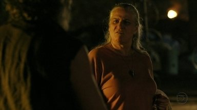 Cap 06/04 - Cena: Lucinda mente para Nilo sobre Rita - O catador não se convence com as palavras da rival