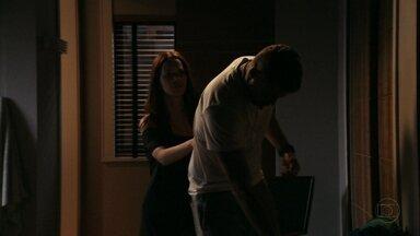Cap 06/04 - Cena: Jorginho tem uma crise de sonambulismo - Débora fica surpresa e preocupada com o namorado