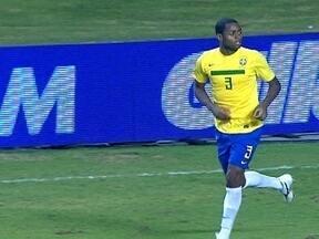 Vasco enfrenta o Flamengo sem Dedé - Zagueiro, que está com um edema na perna esquerda, se junta a Juninho, que se recupera de cirurgia. Filhos de Felipe e Diego Souza assistem ao treino.