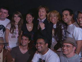 Grupo de fãs selecionado pelo Fantástico acompanha show de Paul McCartney em Recife - O primeiro grupo acompanhou a apresentação do ex-beatle no sábado (21). Os outros dois grupos assistirão aos shows de domingo (22), em Recife, e na quinta-feira (26), em Florianópolis.