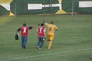 Imperador Luiz Carlos marca 4 na vitória do Brasiliense - Atacante tem 7 gols em 4 jogos pelo Jacaré.