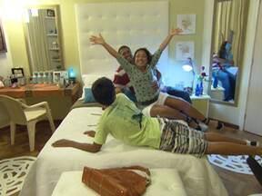 Dando um retoque: Cirly Santos pede e ganha quarto novo! - Jairo Sender surpreende Cirly Santos e reforma o quarto da dona de casa.