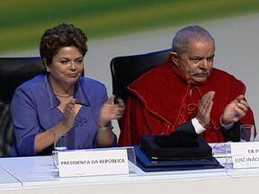 Lula recebe título de Doutor Honoris Causa de cinco universidades no RJ - No discurso, o ex-presidente disse que não teve oportunidade de estudar, mas sempre acreditou no poder libertador do conhecimento. A cerimônia teve a presença da presidente Dilma Rousseff.