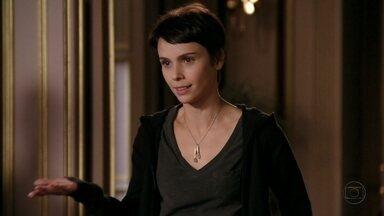 Nina pede para voltar a trabalhar na mansão - Tensa, Carminha conta para a cozinheira que Jorginho desapareceu