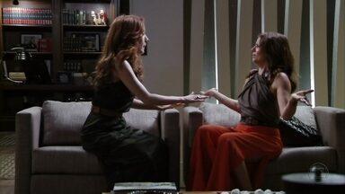 Verônica e Noêmia se unem contra Alexia - Acreditando que a socialite é a responsável pela crise em seus casamentos, as duas decidem se vingar
