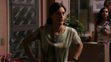 Janaína acaba com festa de Lúcio - Ela fica furiosa com a bagunça que o filho apronta em sua casa