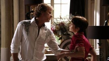 Max se insinua para Nina - Ele pergunta à empregada qual é o segredo dela, mas Tufão chega na sala e Nina se livra da situação. Zezé implica com a cozinheira quando ela avisa que vai sair