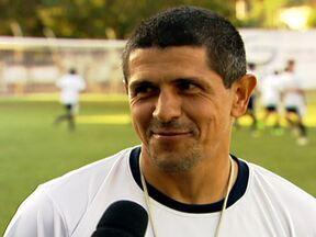 Aos 42 anos, Adhemar, ex-São Caetano, ainda não pendurou as chuteiras - Treinador da base do time em que começou sua carreira, ele ainda não desistiu de voltar a jogar profissionalmente.