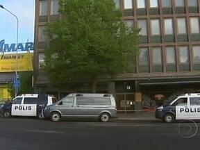 Atirador abre fogo contra multidão e mata dois na Finlândia - O rapaz de 18 anos estava no alto de um prédio e usou uma espingarda de caça para atingir quem passava pela rua. O atirador tentou fugir, mas acabou preso.