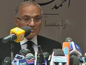 Líder muçulmano e ex-primeiro-ministro vão ao segundo turno no Egito - Mohamed Mursi e Ahmed Shafik vão disputar as eleições presidenciais no país. Os dois buscam o apoio dos candidatos mais ligados ao movimento que derrubou o ex-presidente Hosni Mubarak.