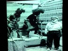 """Zeca Camargo mostra misteriosa forma de entretenimento - Zeca Camargo fez um registro de """"forma de entretenimento"""" muito popular na Europa em meados do século 19, mas que perdurou até as primeiras décadas do século XX."""