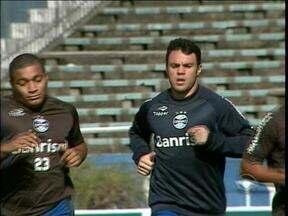 Kleber retorna aos treinos com bola no Grêmio - Recuperação do jogador durou apenas dois meses.
