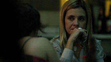 Carminha suborna Neide - A cafetina garante que Jorginho nunca descobrirá a verdade sobre os pais biológicos