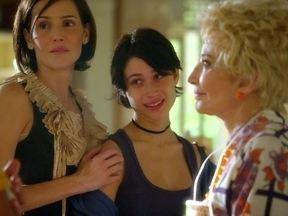 Bárbara garante que seu pai é o Léo - A primogênita de Giovana rasga o exame sem se quer ler