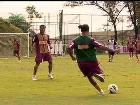 Ronaldinho treina com disposição no Atlético-MG - Outros jogadores revelam a idolatria pelo craque.