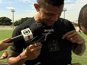 Botafogo usa tecnologia para examinar o coração do atleta durante os treinos - Camisa com chip armazena dados. Sem Jefferson e Renan, Glorioso dará oportunidade ao terceiro goleiro.
