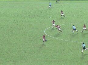 No primeiro toque em bola na partida, Kleber faz um lançamento em impedimento - Grêmio enfrentou o Atlético-GO pela terceira rodada do Brasileirão.