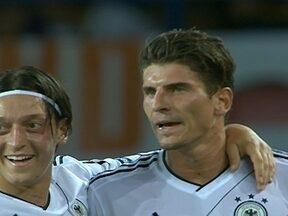 Mario Gomez e Scweinsteiger lideram vitória Alemã sobre Holanda por 2 a 1 na Eurocopa - Alemanha faz grande primeiro tempo, garante vitória, 100% no grupo e classificação para próxima fase da competição.