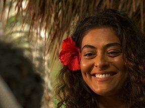 Gabriela começa a mexer com o coração de Nacib - A cozinheira conquistou a cidade com seus quitutes e sua beleza