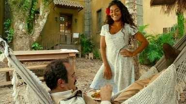 Cap. 21/06 - Cena: Gabriela leva o almoço de Nacib no Vesúvio - Ele elogia a moqueca que ela fez