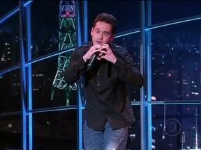 Marcos Veras imita Luan Santana - A pedidos da plateia do programa, o humorista interpreta Meteoro da Paixão