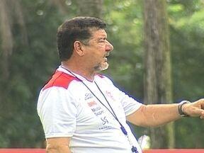 Com saída e troca de jogadores, Flamengo procura uma identidade no Brasileirão - Hernane busca identificação no clube e sonha em brilhar no clube.