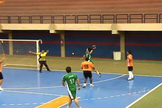 Fênix vence Odono na Copa Adulta de Handebol - Competição tem promovido o encontro de amigos nos tempos de escola