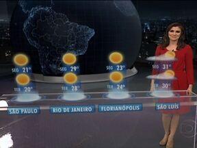 Inverno começa com temperaturas baixas no Centro-Sul do país - A previsão é de 8°C em Porto Alegre e em Curitiba; 10°C em São Paulo; e 12°C em Campo Grande. Pode haver geada nas serras gaúcha, catarinense e da Mantiqueira, e nevoeiros entre a Região Sul, o Triângulo Mineiro e o sul de Mato Grosso.