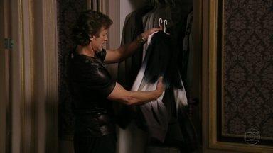 Max leva roupas para Lúcio - Ele coloca em prática o plano pensado por Nina. A chef dá uma bronca em Lúcio por causa de Janaína.