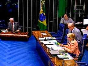 Decisão do Brasil em apoiar suspensão do Paraguai da Unasul e do Mercosul gera discussão - Em Brasília, senadores foram à tribuna para tratar da crise no país vizinho. De acordo com assessores, a ordem da presidente é não tomar decisões precipitadas nem unilaterais e agir sempre em conjunto com os países do bloco do Mercosul.