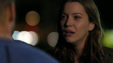 Débora lamenta fim de namoro com Jorginho - Ela pede para o jogador não procurá-la mais