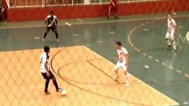 Juína e Saesp vão decidir a Copa Centro América de Futsal - O Juína, atual bicampeão da Copa Centro América de Futsal, vai disputar o título com o Saesp, de Campo Novo do Parecis. Quem for ao Ginásio Aecim Tocantins em Cuiabá, além de não pagar ingresso, vai concorrer a dez bicicletas.