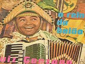 Música de Luiz Gonzaga ainda anima festas juninas no Nordeste - A música do Rei do Baião é tão popular que fica dificil calcular quantas vezes ela é tocada numa mesma noite. Luiz Gonzaga renasce nas sanfonas em todos os recantos do país. Ele ão está só na música, mas no coração de muitos nordestinos.