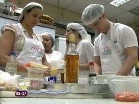 """Participantes conhecem a cozinha do Mais Você antes da competição - Participantes da promoção """"melhor empadão do Brasil"""" mostram os segredos das suas receitas."""