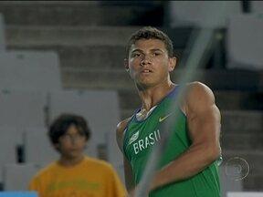 Thiago Braz conquista medalha de ouro no salto com vara no Mundial Juvenil de Atletismo - Foi o primeiro ouro do Brasil na competição desde 1994.